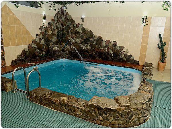 противоскользящее покрытие для бассейна