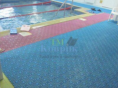 Покрытие возле бассейна