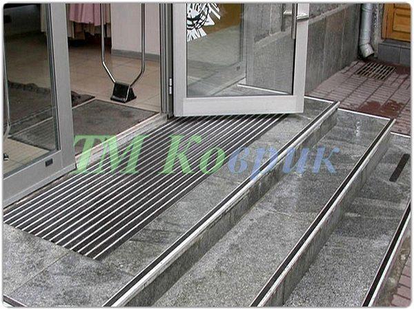 Накладки на ступени лестницы (одинарные с уголком)